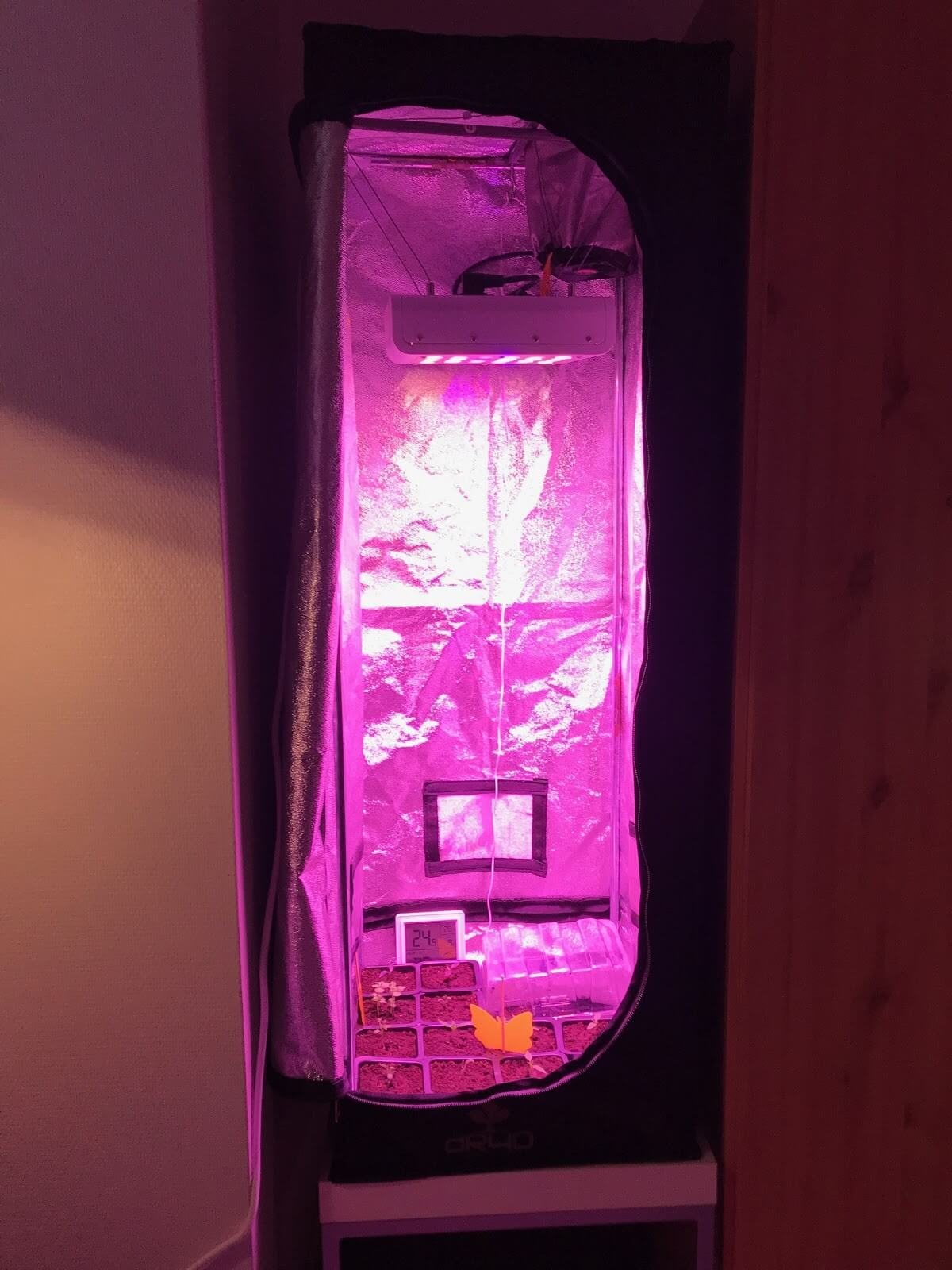 LED light grow tent