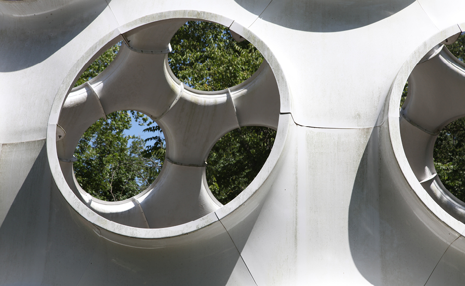 Figure 2. The Fly's Eye Dome 50-foot prototype at Crystal Bridges now has a bottom structure row that sits on the ground.
